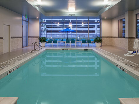 Does Holiday Inn Cleveland Clinic have a pool?
